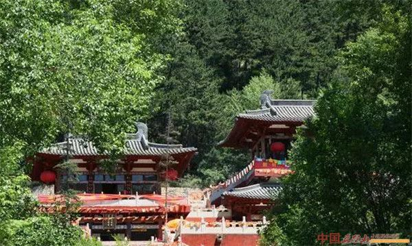 气势非凡的五台山古刹灵峰寺