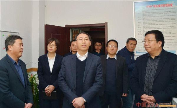 郭奔胜在忻州日报社和市广播电视台调研新闻宣传工作