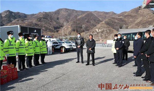 王黎明慰问景区一线工作人员和寺庙僧人